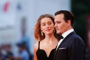 Amber Heard Tuding Johnny Depp Perlambat Proses Cerai