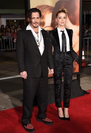 Johnny Depp dan Amber Heard Resmi Cerai