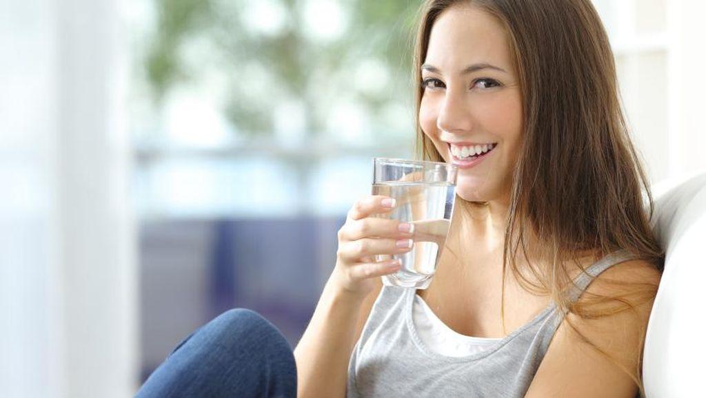 Malas Minum Air Putih? Ini Deretan Manfaatnya Lho