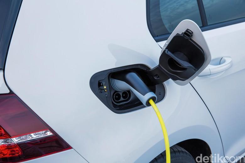 Mobilmobil listrik vw, VW e-Golf, Audi e-tron
