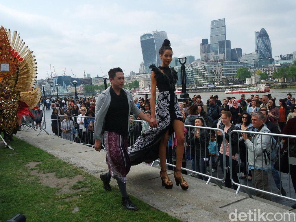 Foto: Ketika Karya Desainer Indonesia Menarik Perhatian di London
