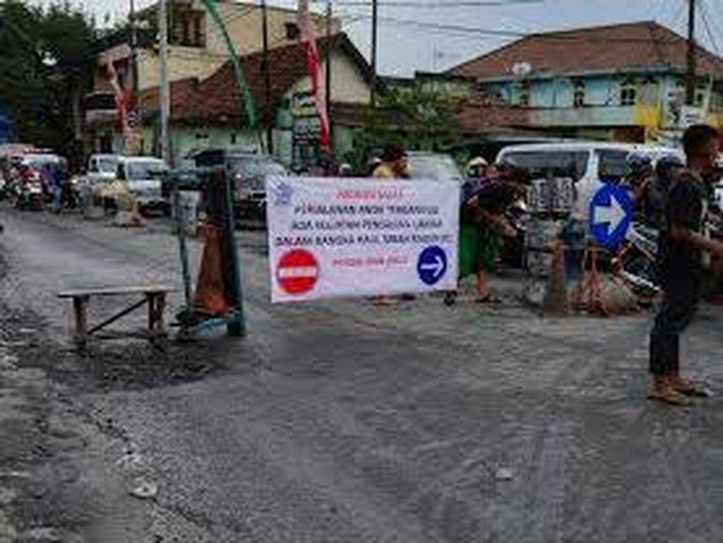 Haul Akbar Mbah Raden Ali, Jalan Raya Ngelom Ditutup Total