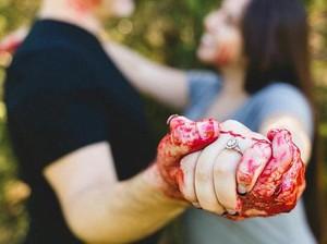 Kreatif atau Menyeramkan? Pasangan Buat Foto <i>Prewedding</i> Bertema Pembunuhan