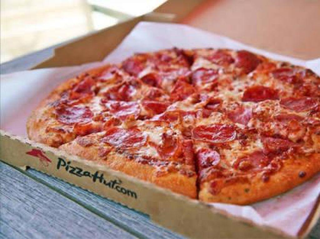 Diminta Pelanggan Tulis Candaan, Karyawan Resto Pizza Ini Malah Dipecat