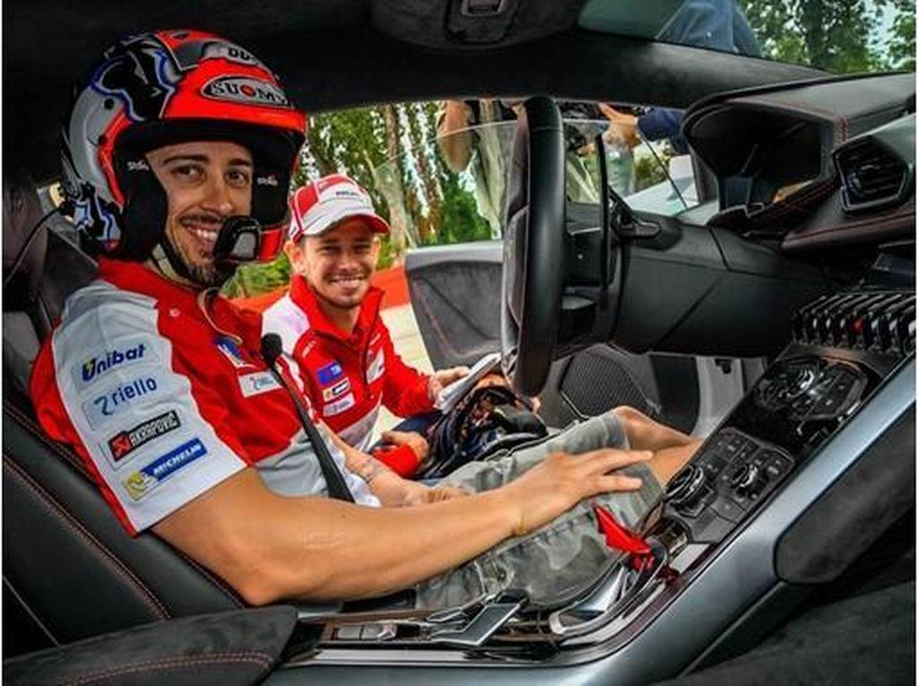 Saat Casey Stoner dan Andrea Dovizioso Tunggangi Lamborghini