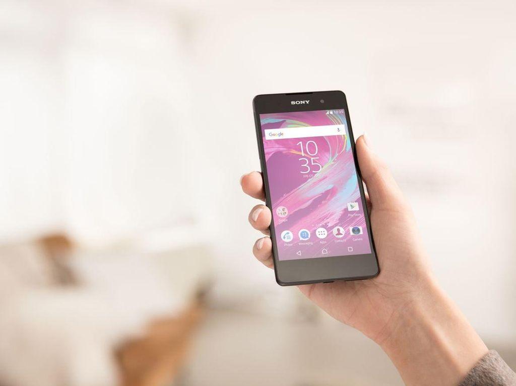 Sony Xperia E5 Tampil Menawan