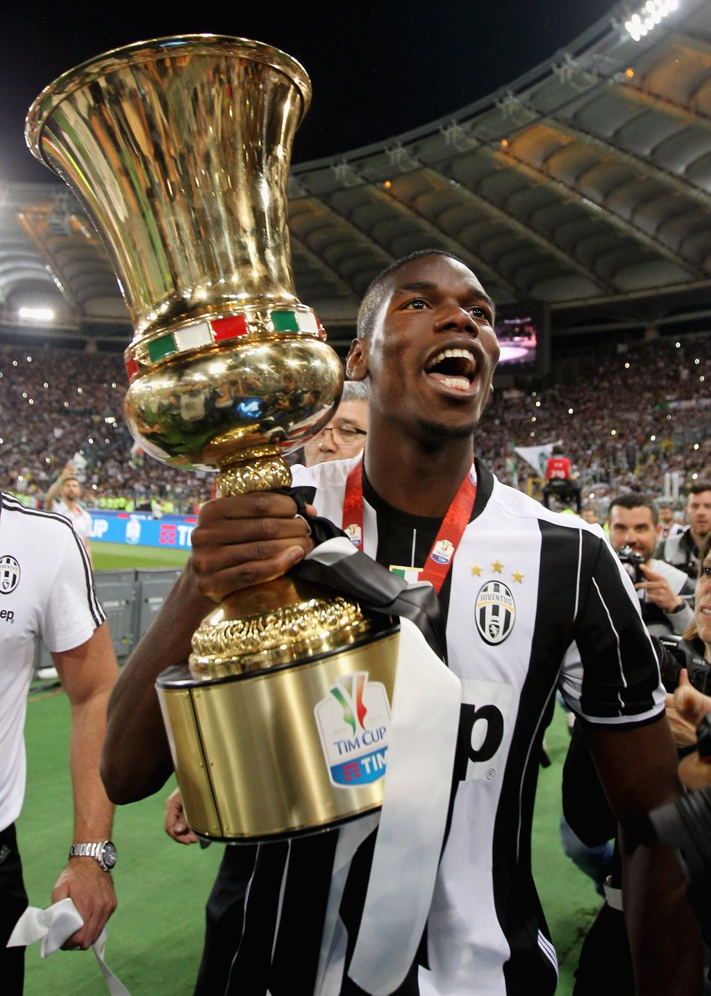 ROME, ITALY - MAY 21: Paul Pogba of Juventus FC celebrates with the trophy after winning the TIM Cup final match against AC Milan at Stadio Olimpico on May 21, 2016 in Rome, Italy.  (Photo by Paolo Bruno/Getty Images)