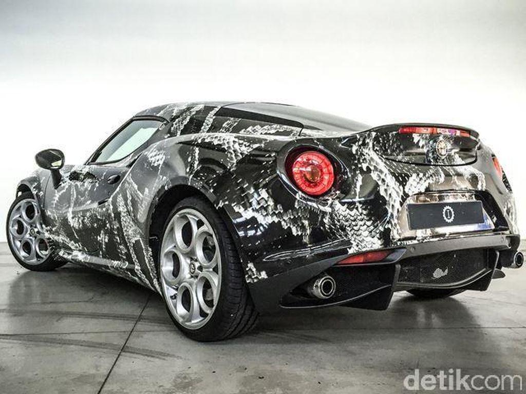 Alfa Romeo Terinspirasi Adidas