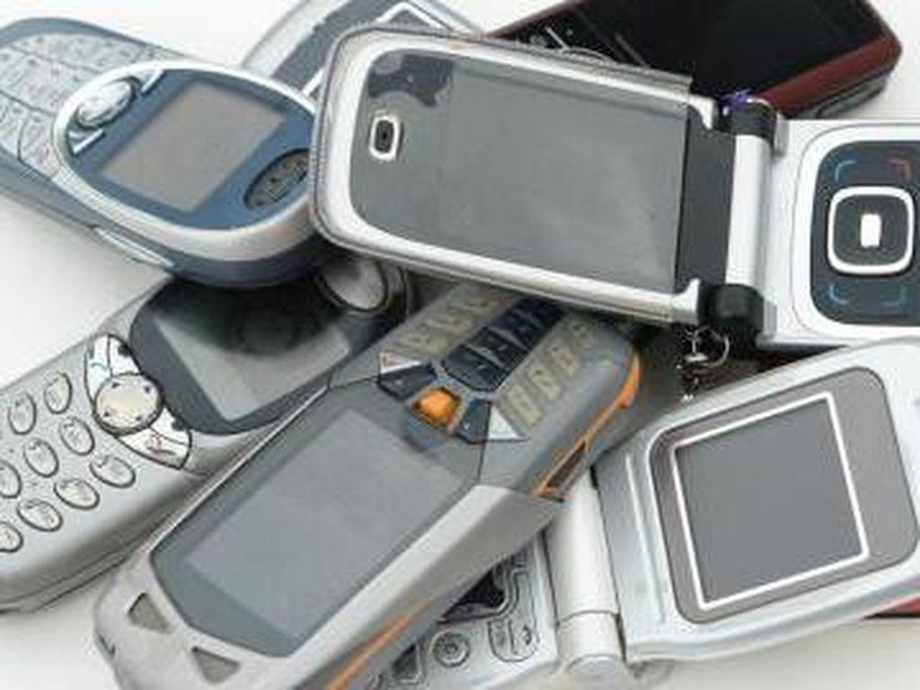 Pakai Charger dan Baterai KW Bikin Ponsel Rusak?