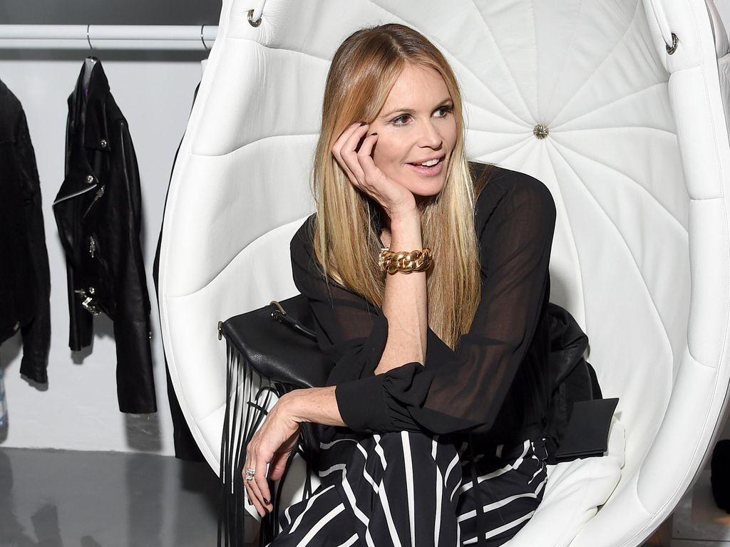 Elle Macpherson Suka Cuci Pakaian Dalamnya Sendiri dengan Sampo