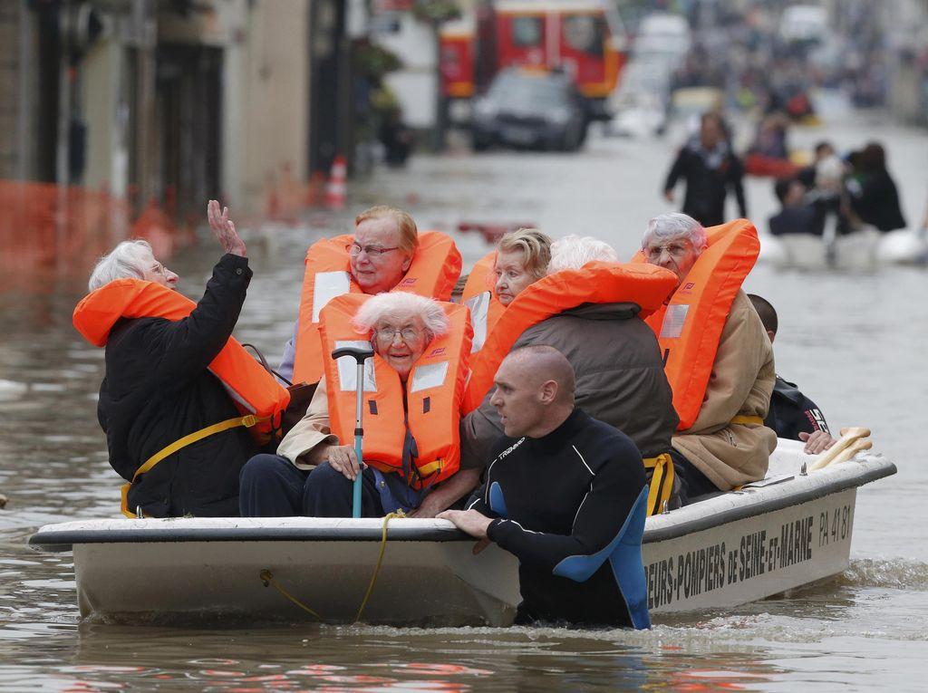 Banjir di Belanda: Ribuan Warga Tinggalkan Rumah-Jembatan Roboh
