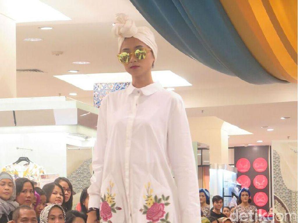 Itang Yunasz Luncurkan Koleksi Modestwear Kasual untuk Metro Dept. Store