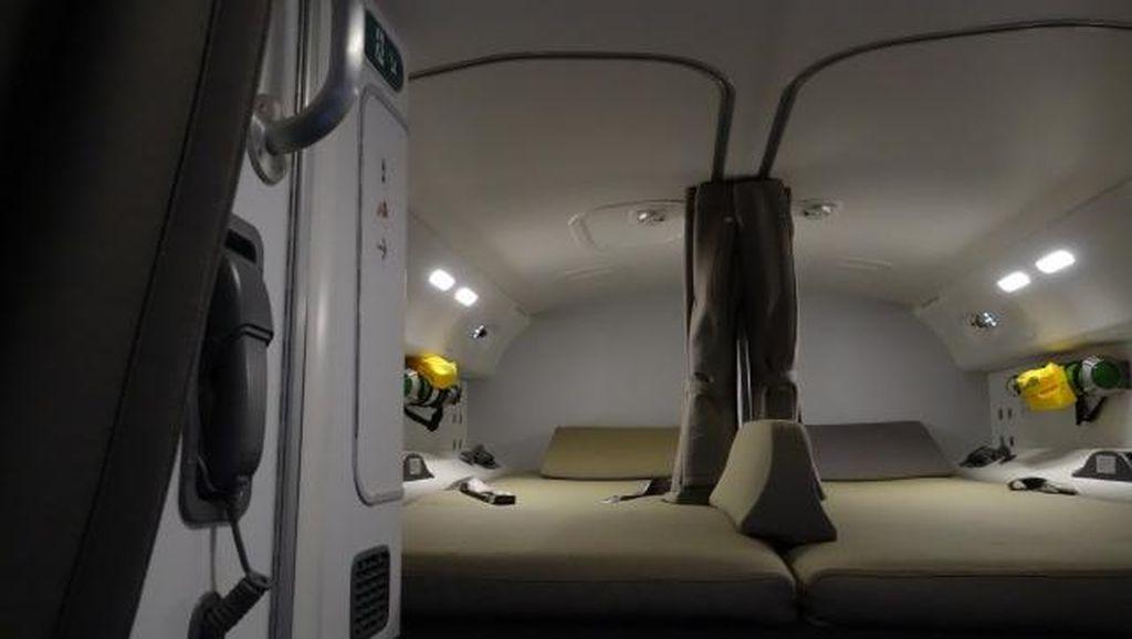 Mengintip Kamar Rahasia di Pesawat untuk Awak Kabin