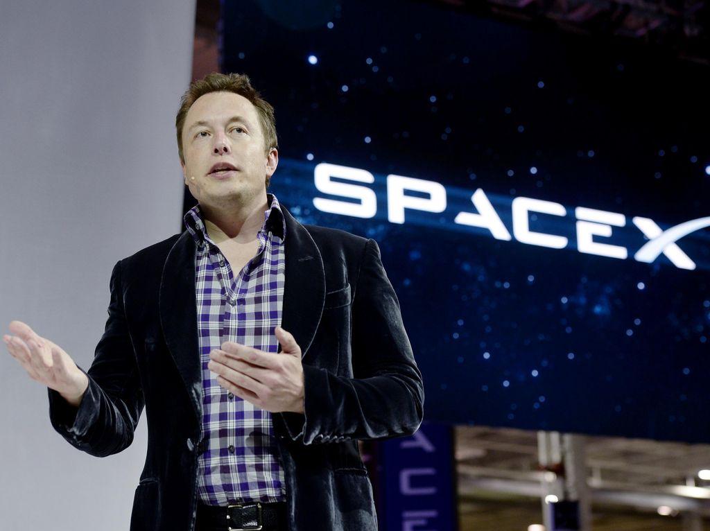 Elon Musk Sindir Teori Bumi Datar di Twitter, Balasannya Bikin Bingung