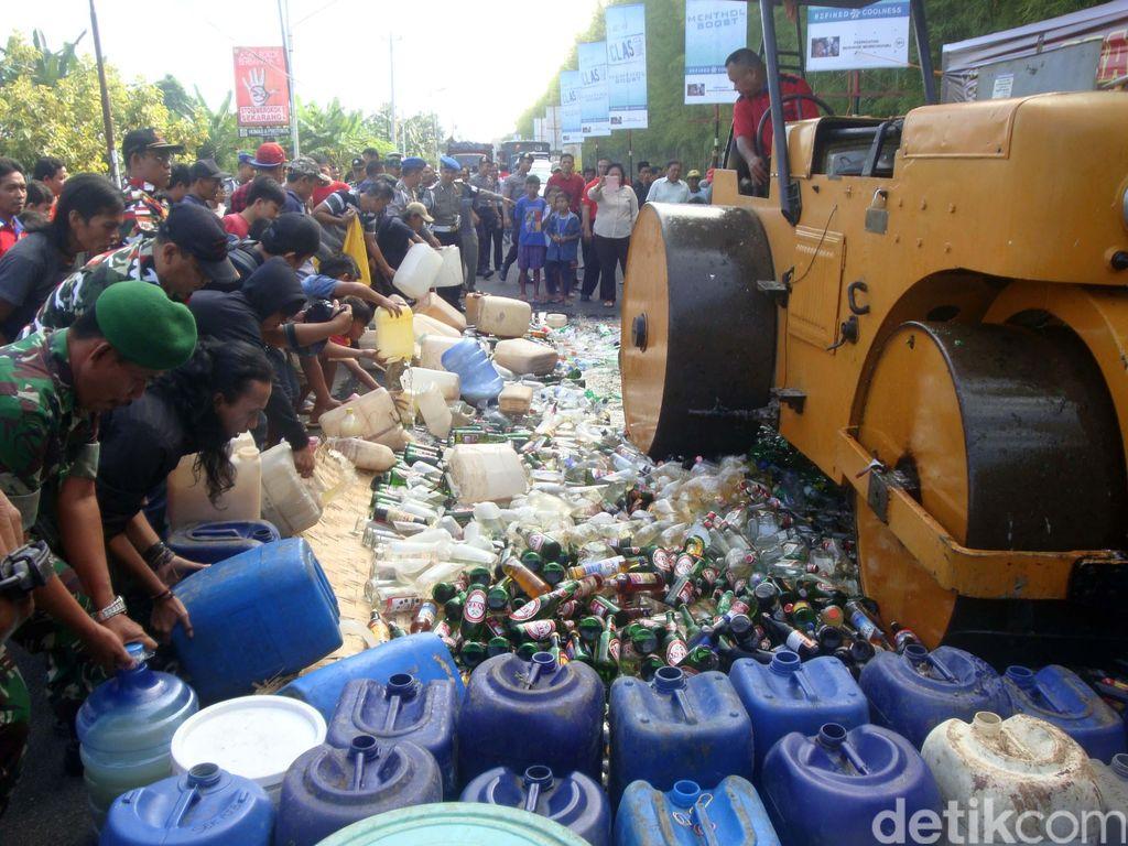 Polisi Cilacap Amankan Preman, PSK, hingga Musnahkan Ribuan Botol Miras