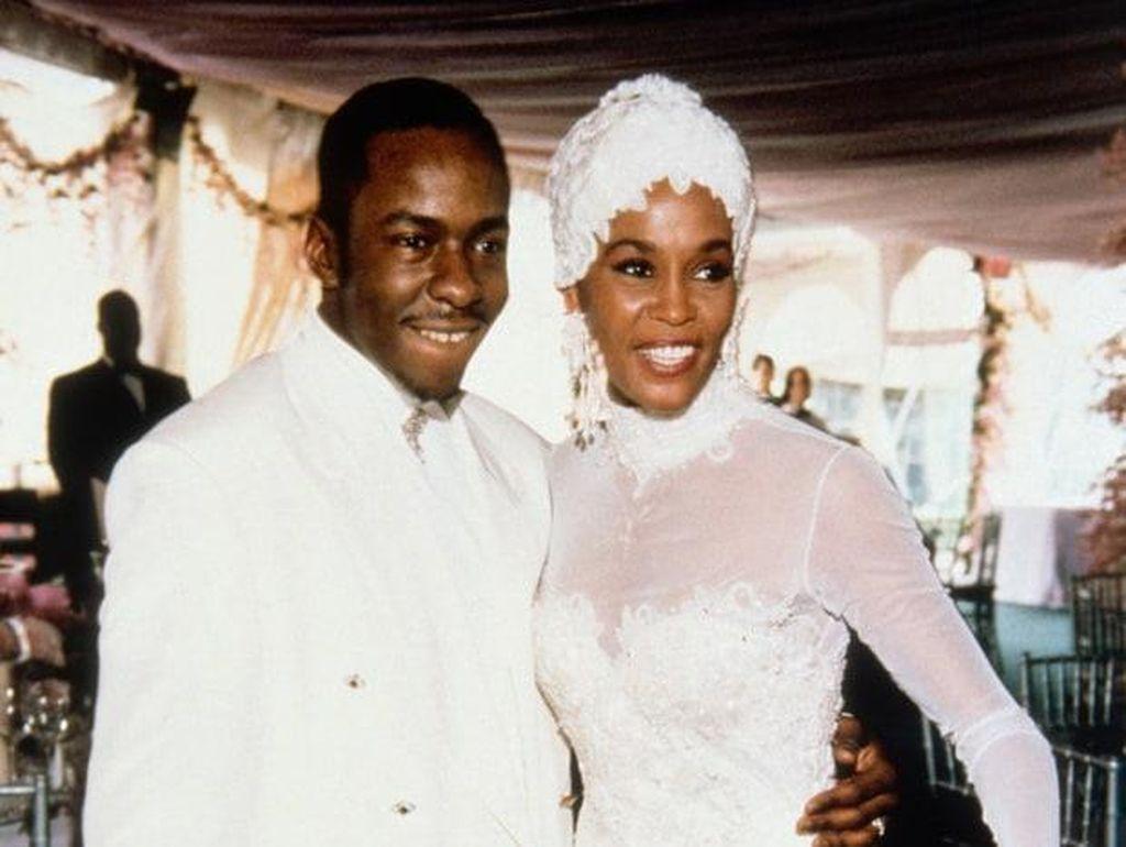 Terungkap! Ada Kisah Cinta Antara Whitney Houston dan Eddie Murphy