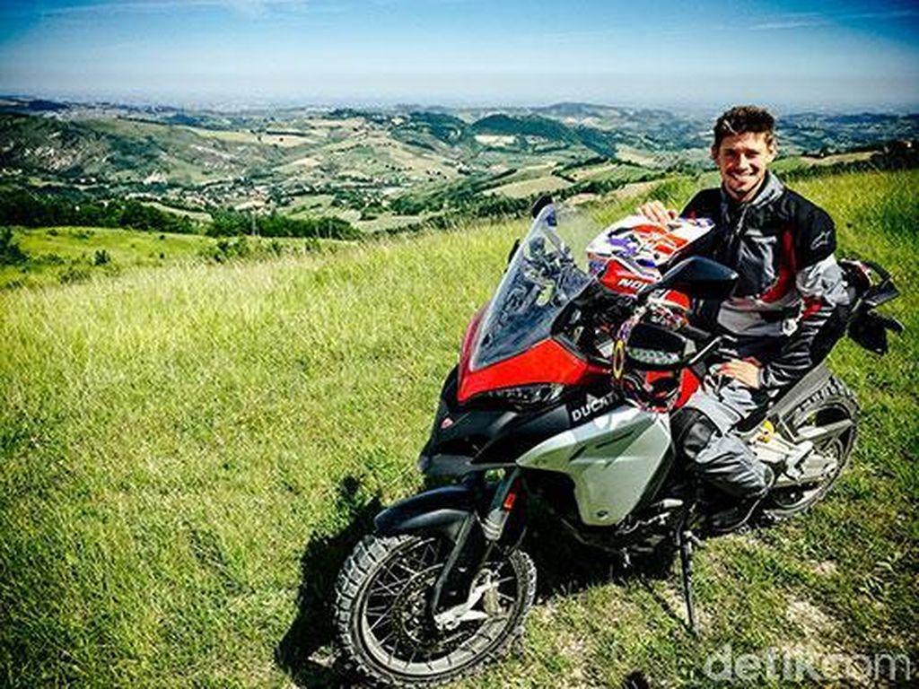 Casey Stoner Kesengsem Ducati Multistrada 1200 Enduro