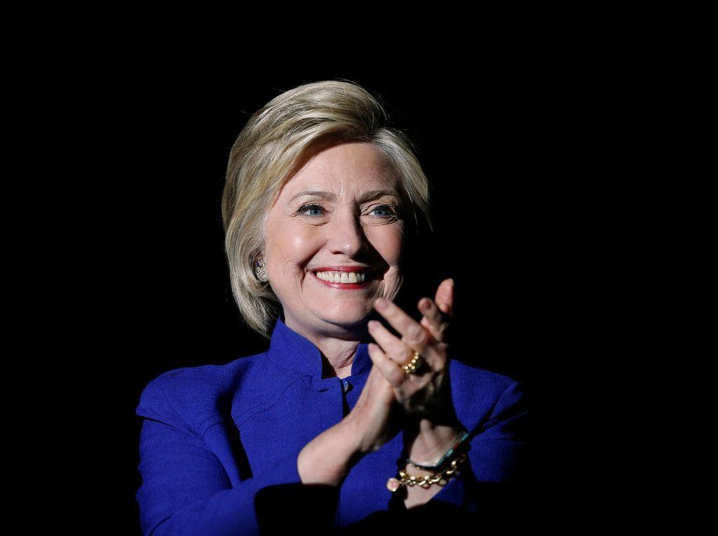 Hillary Clinton Kalahkan Sanders dalam Pemilihan Awal di Washington DC
