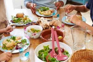 Demi Kesehatan, Hindari Lakukan 8 Hal Ini Setelah Makan (2)