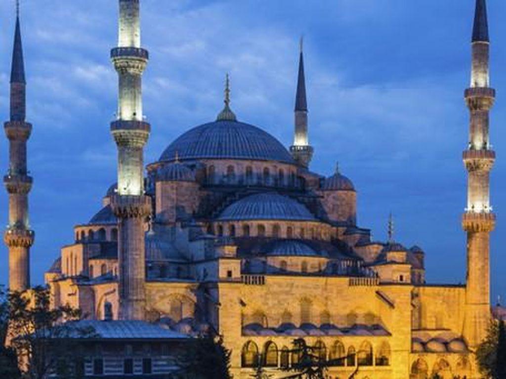 Potret 7 Masjid dengan Desain Unik, Ada yang Mirip Permen
