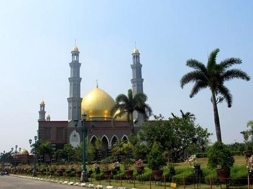 Ungkapan Duka Mengalir Iringi Kepergian Pendiri Masjid Kubah Emas