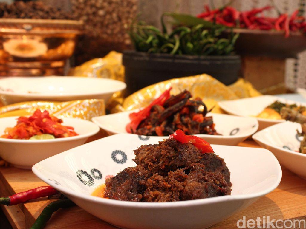 Nikmati Babuko Basamo dengan Kelezatan Hidangan Minang Asli di Trans Luxury Hotel