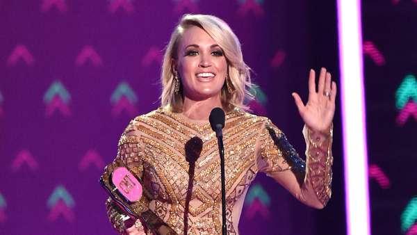 3 Busana Carrie Underwood di CMT Music Awards, Mana Paling Menawan?