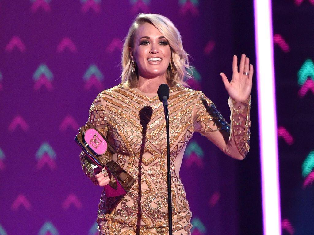 Kekhawatiran Carrie Underwood Punya Anak di Usia 30-an Tahun