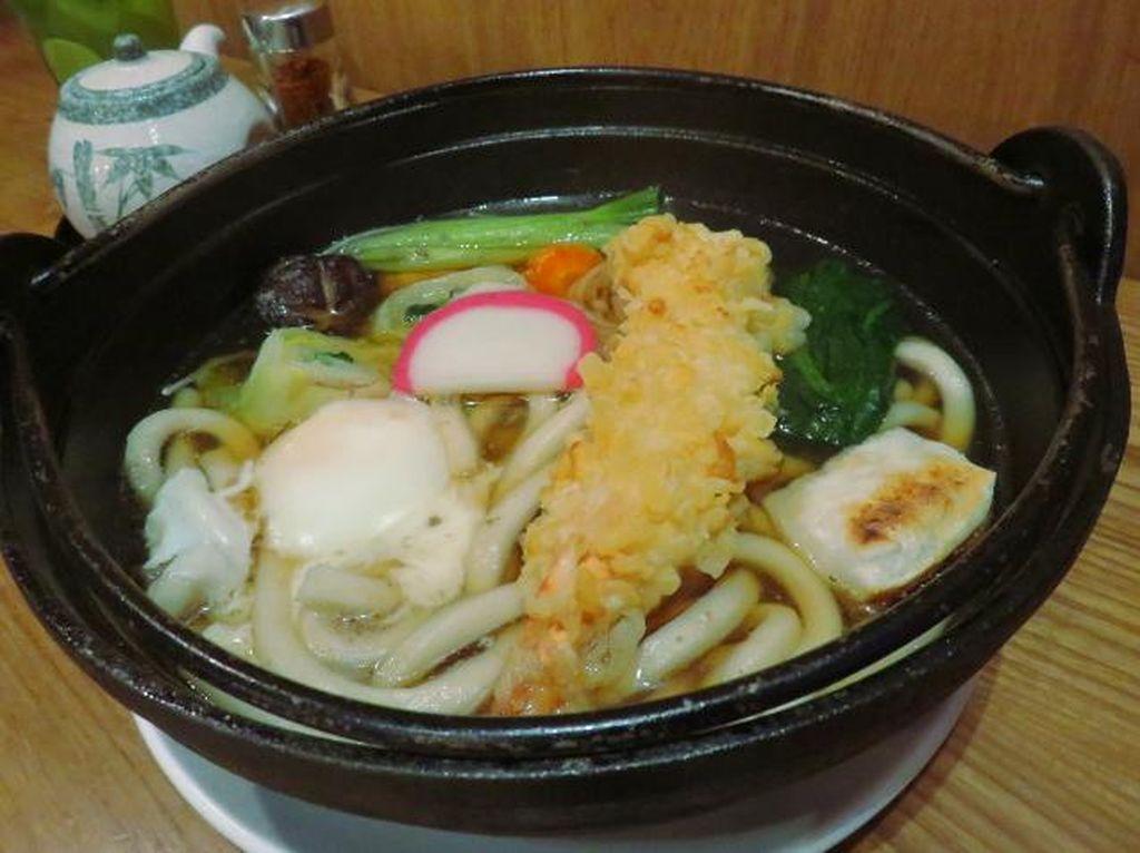 Miyagi: Slurp! Gurih Mantap Nabe Yaki Udon dengan Topping Tempura