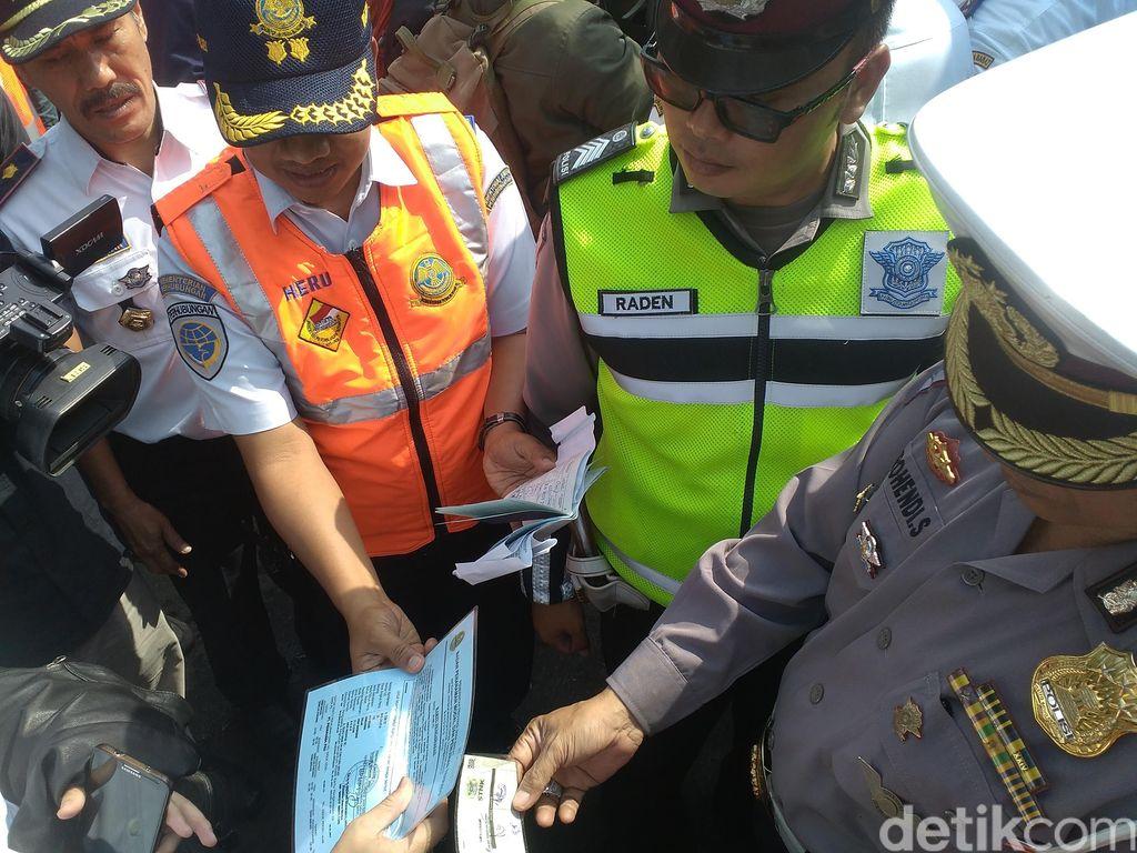 Dirjen Hubdat Marah saat Cek 2 Bus di Bandung, STNK dan Nomor Rangka Beda