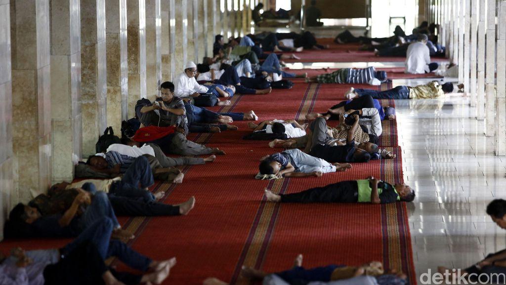 Mengisi Waktu Luang di Masjid Istiqlal