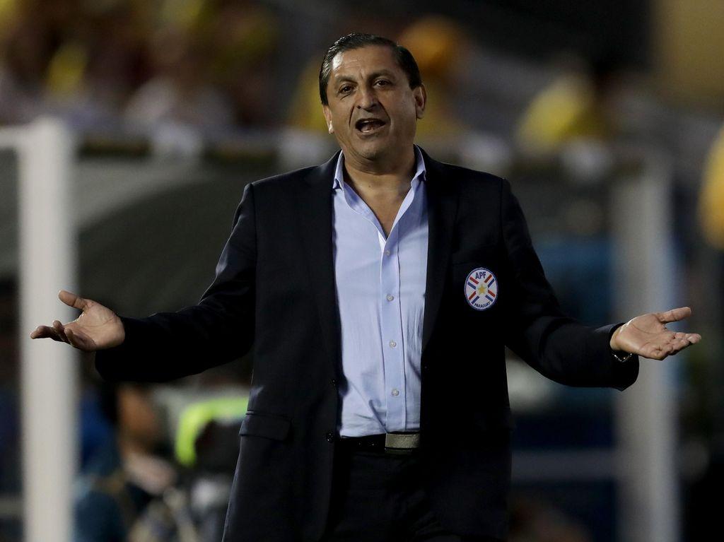 Pelatih Paraguay Mundur