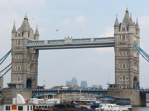 Tower Bridge London, Jembatan Unik yang Sering Tertukar Nama