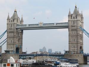 Tower Bridge London, Jembatan Unik yang Sering Tertukar Nama