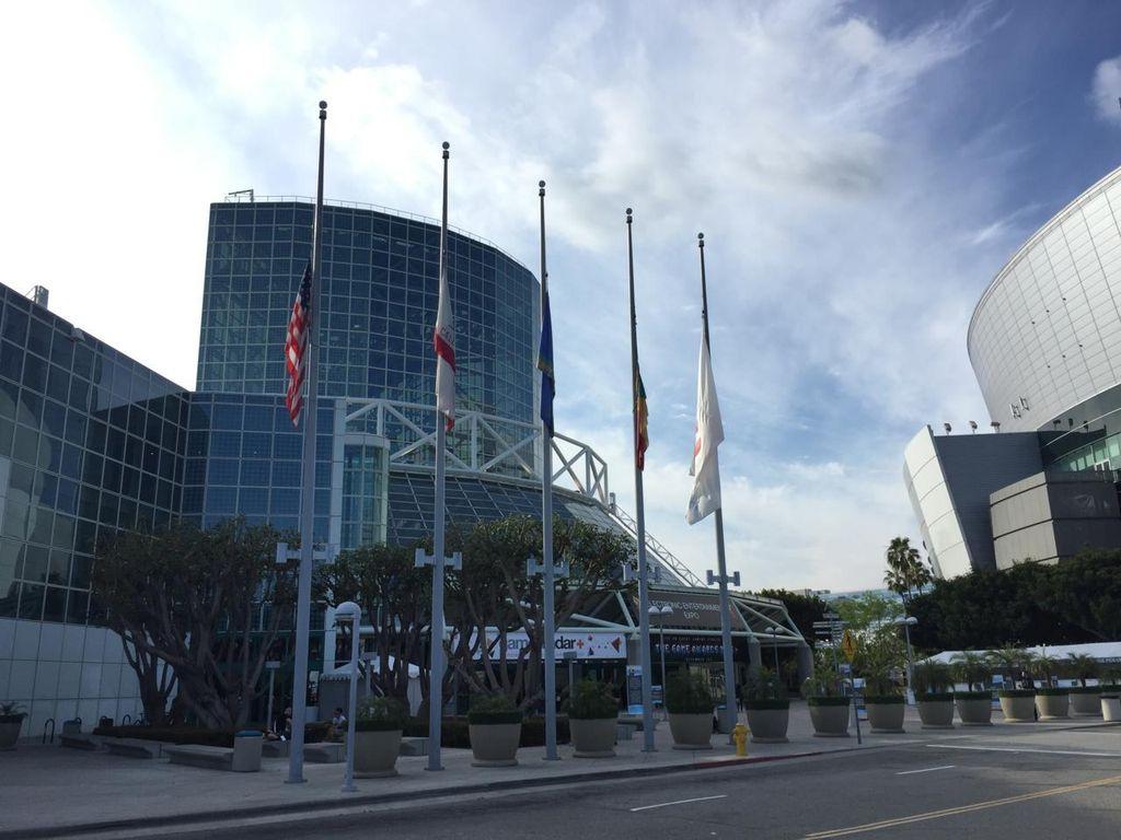 Bendera Setengah Tiang E3 Atas Serangan Brutal Orlando