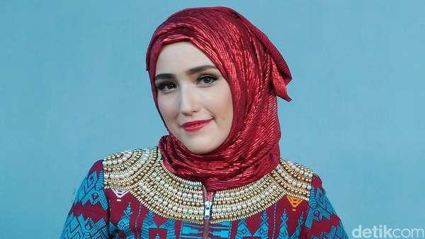 Istri Pasha Kini Berhijab, Begini Penampilannya