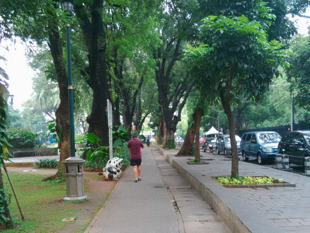Pengunjung yang Olahraga di Taman Suropati Boleh Parkir Hingga Pukul 9
