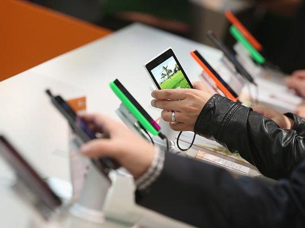 Orang Indonesia Masih Doyan Beli Smartphone di Toko Offline