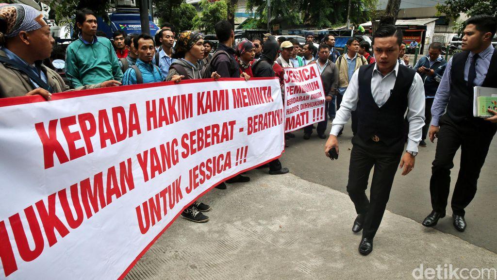 Aksi Demo Minta Jessica Dihukum Berat