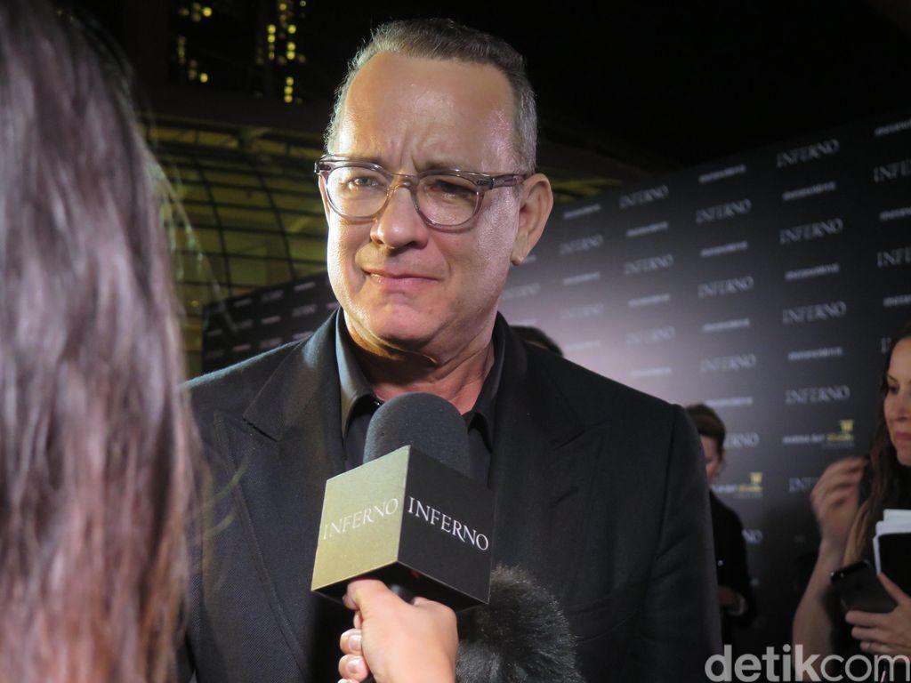 Berbahasa Indonesia, Tom Hanks Bikin Fans Menjerit di Red Carpet Inferno