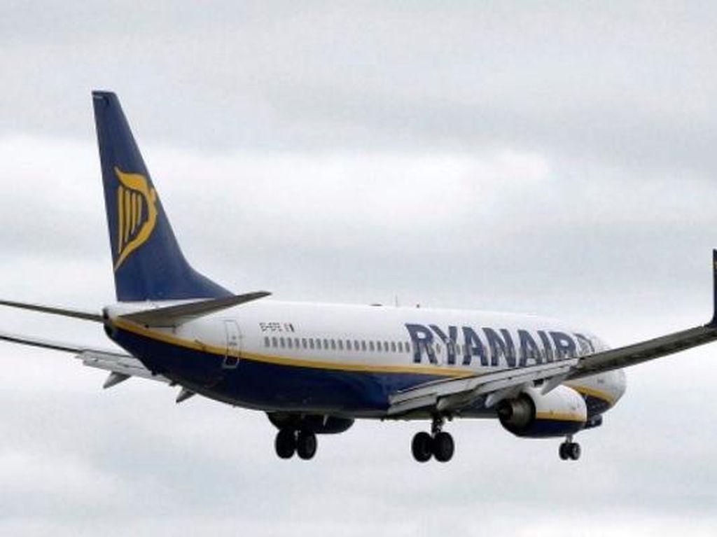 Pesawat Delay Puluhan Jam, Penumpang Merana di Bandara
