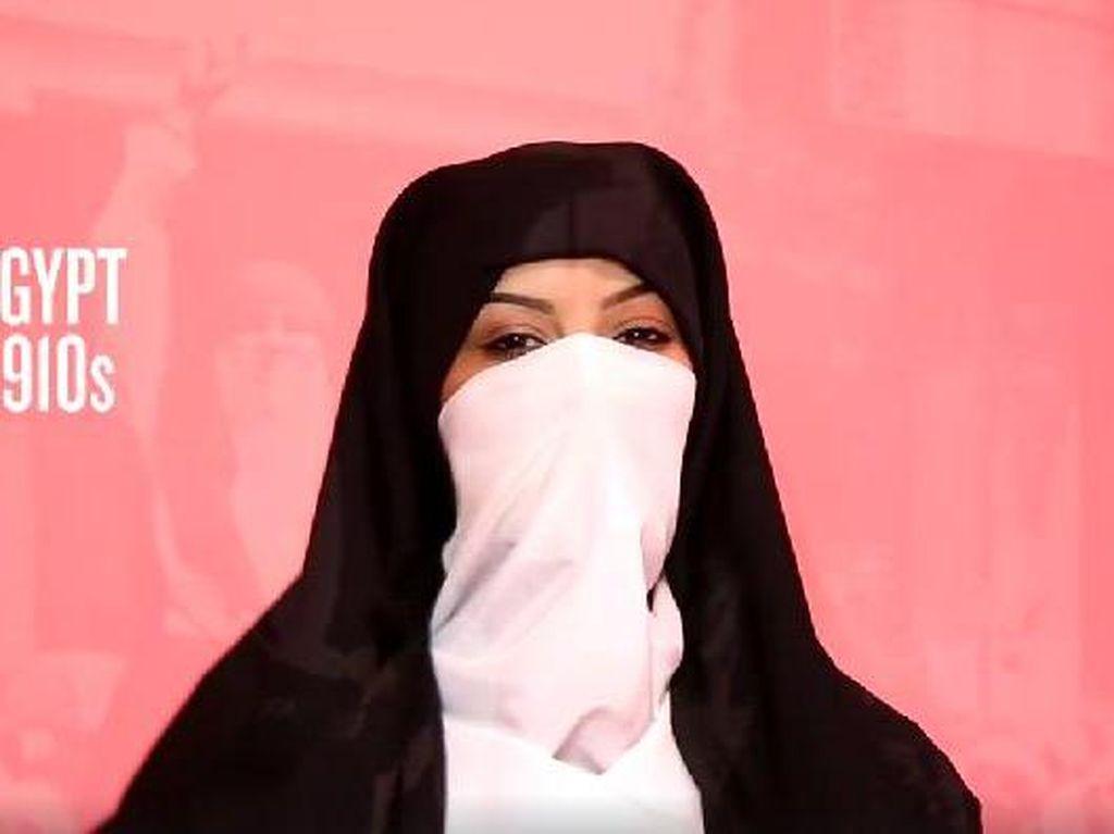Foto: Mengintip Gaya Jilbab Wanita Timur Tengah dari Masa ke Masa