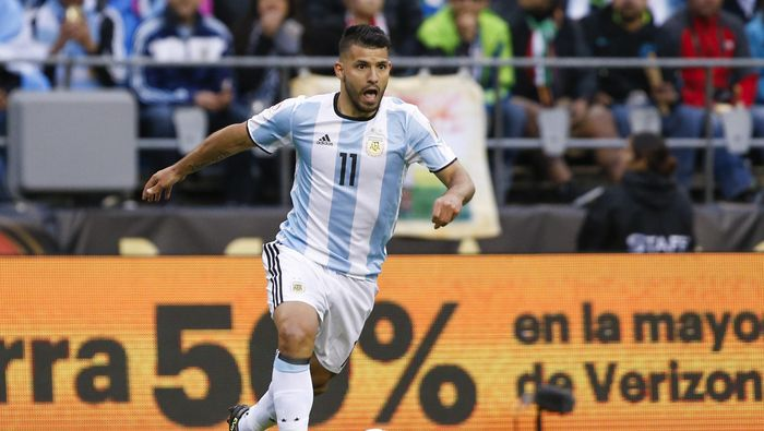 Jun 14, 2016; Seattle, WA, USA; Argentina forward Sergio Aguero (11) dribbles the ball against Bolivia during the second half in the group play stage of the 2016 Copa America Centenario. Argentina defeated Bolivia, 3-0.  Mandatory Credit: Joe Nicholson-USA TODAY Sports