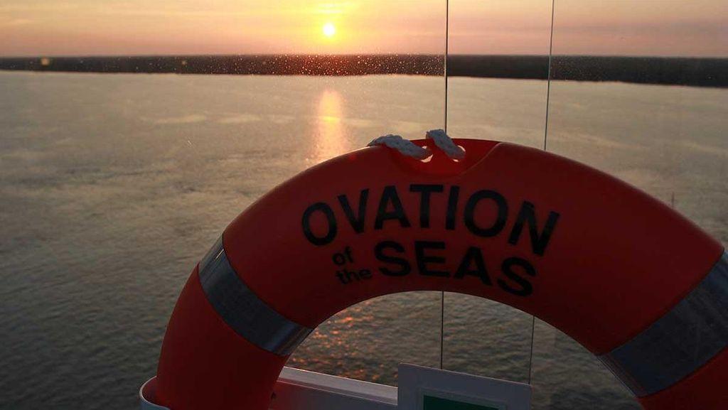 Potret Sunset Cantik dari Atas Kapal Pesiar