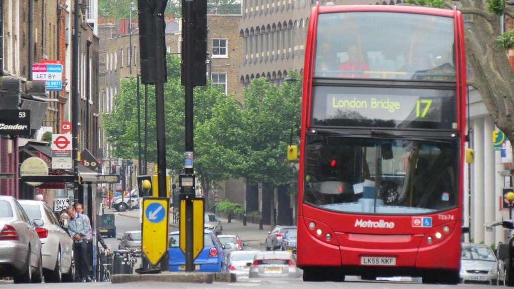 Naik Bus Tingkat Legendaris di London, Inilah yang Terjadi