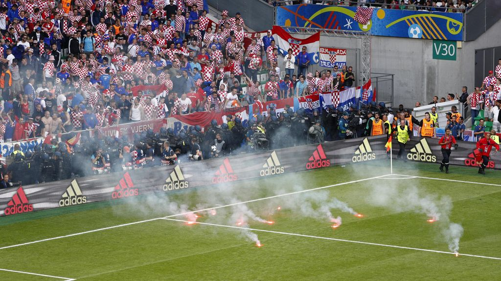 Lemparan Flare Warnai Duel Ceko vs Kroasia