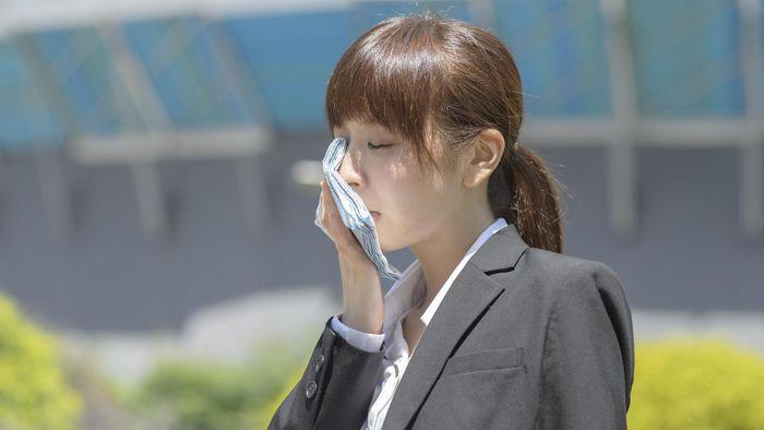 Ternyata pemicu dehidrasi bukan hanya kurang minum lho. Mau tahu apa saja yang memicu dehidrasi terlebih saat puasa? Foto: ilustrasi/thinkstock