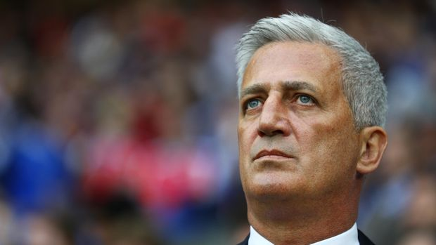 LILLE, FRANCE - JUNE 19:  Vladimir Petkovic looks on prior to the UEFA EURO 2016 Group A match between Switzerland and France at Stade Pierre-Mauroy on June 19, 2016 in Lille, France.  (Photo by Paul Gilham/Getty Images)