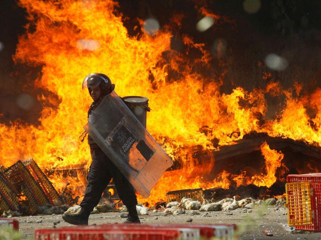 Demo Guru di Meksiko Rusuh