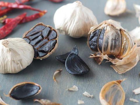 Apa Itu Bawang Hitam, Benarkah Lebih Sehat dari Bawang Putih?